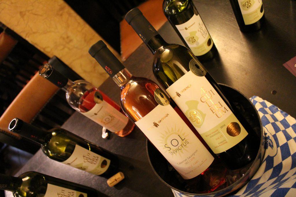 Împletirea artelor: expoziție fotografică & degustare vinuri Crama Hamangia